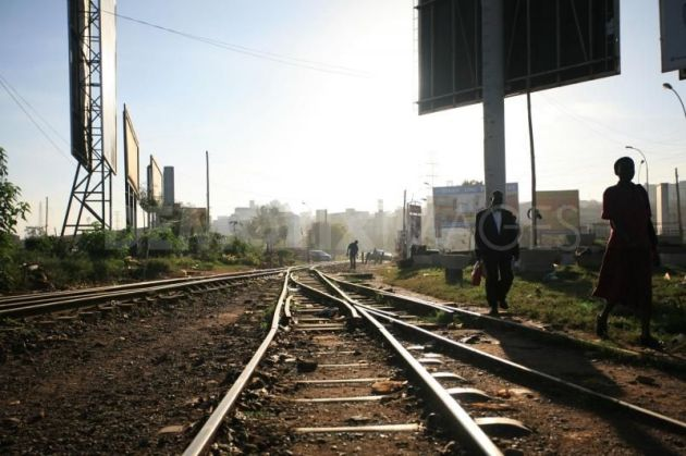 1229991448-train-tracks-become-market-and-thoroughfare-in-the-absence-of-trains1033_1033